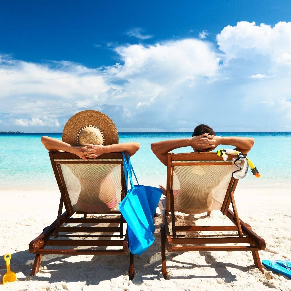 People-relaxing-at-the-beach